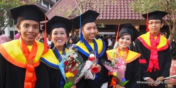 Dokumentasi Wisuda Perhimpunan Mahasiswa Kediri di Universitas Indonesia